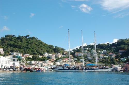 St Georges Hafen mit Dreimaster